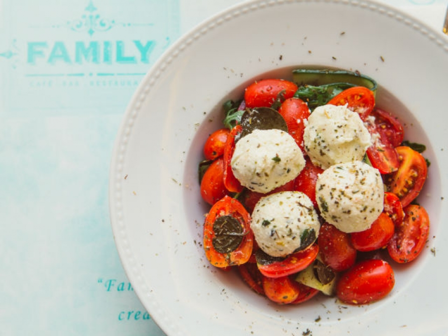 FAMILY cafe bar restaurant: To 'οικογενειακό' delivery της Βούλας που κλέβει την παράσταση
