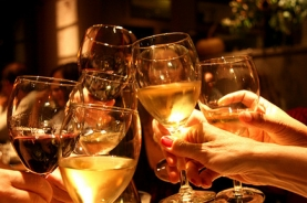 Фирмени партита и семейни тържества в менаха Избата